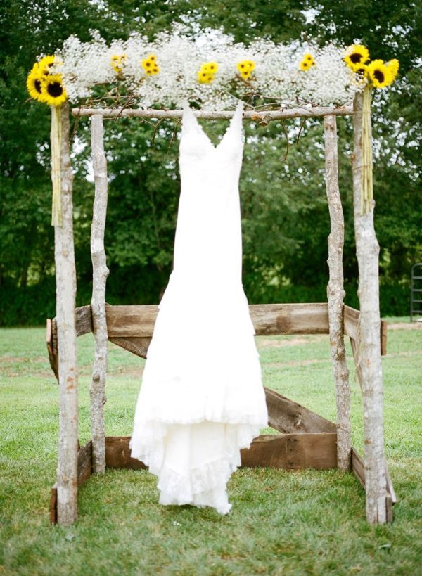 1000 Ideas About Simple Wedding Arch On Pinterest