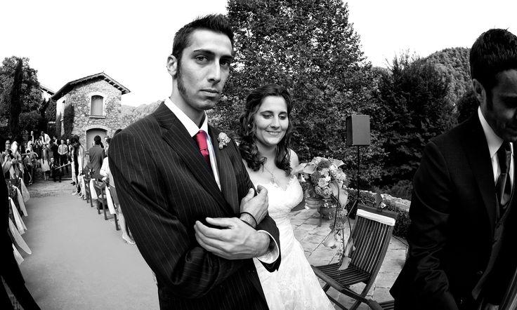 Mas serio no puede estar... jajjajaj. Me gusta el detalle de la corbata. SIZEPHOTO, fotógrafo barcelona, reportaje de boda