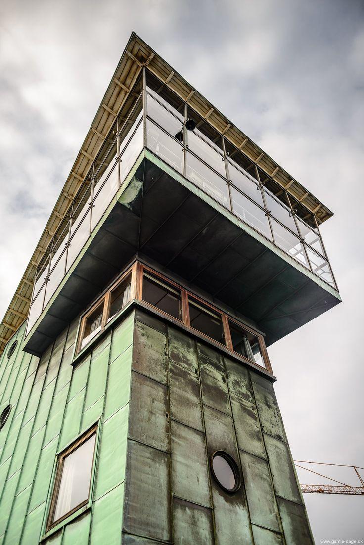 I Onsdags var Islands Brygges Lokalhistoriske forening og arkiv på besøg i Langebro. Ja, der står i Langebro!  Broen er meget mere end det man ser når man færdes på den, til og fra amager. Udflugten startede kl. 16 ved langebro tårnet, som står og knejser midt på broen. Der var anmeldt... #Langebro #Langebroindefra