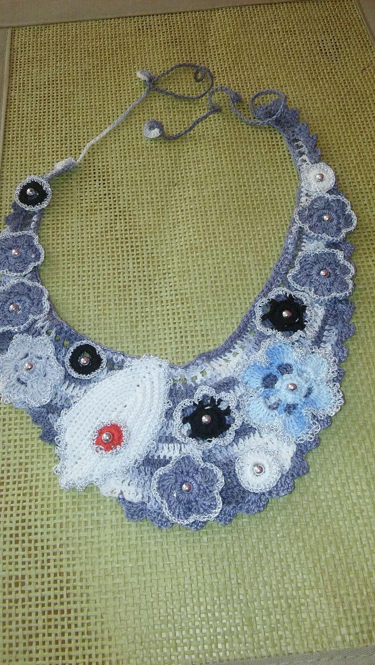 szydełkowy naszyjnik ozdobiony srebrnymi koralikami-crochet necklace decorated with silver beads