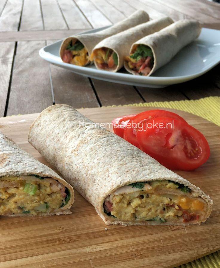 Volkoren wraps met ei, bacon en spinazie. Een heerlijk en gemakkelijk gerecht om te maken wat je in een handomdraai op tafel hebt staan.