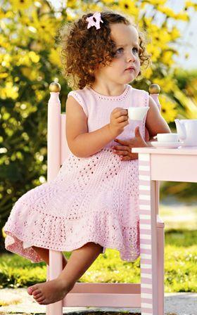 Sød i lyserød pigekjole - Strik til børn - Håndarbejde og strikkeopskrifter - Familie Journal