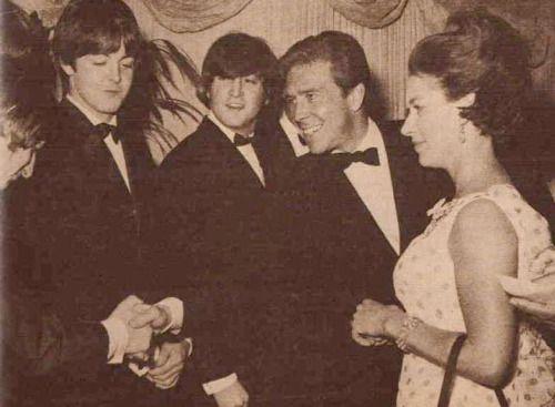"середине centurylove:  Принцесса Маргарет и лорд Сноудон с ""Битлз"", 1965"