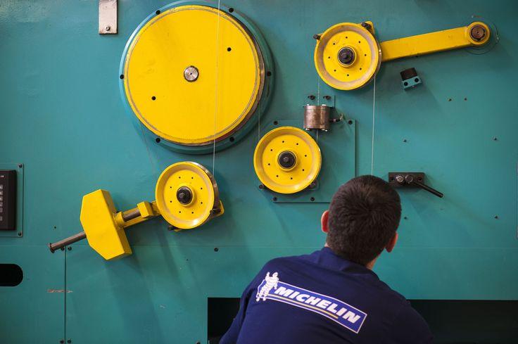 EXCLUSIF - Le groupe Michelin a demandé aux salariés du site de Vannes, menacé de fermeture, de réfléchir à une nouvelle organisation du travail pour atteindre leurs objectifs. Il en résulte un pacte d'avenir qui pérennise l'usine pour cinq ans.