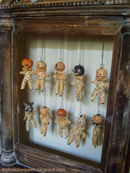 A neat way to showcase small Halloween ornaments / Halloween Folk Art by Melissa Valeriote