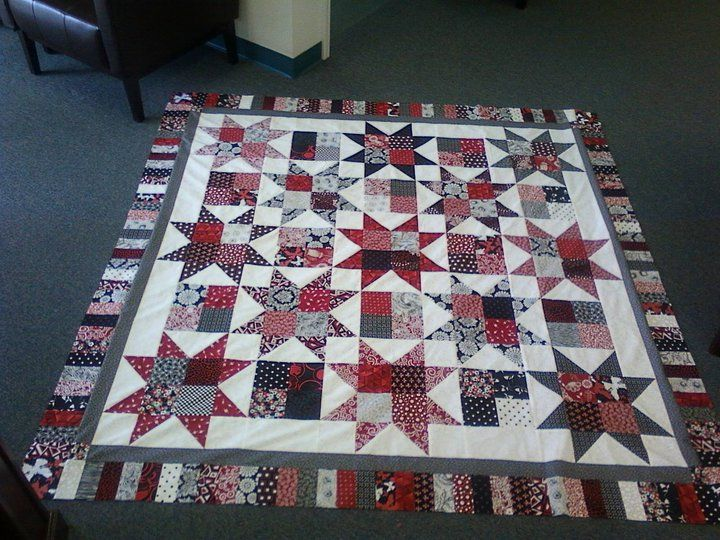 17 best Black and red quilts images on Pinterest | Knitting ... : red star quilt - Adamdwight.com