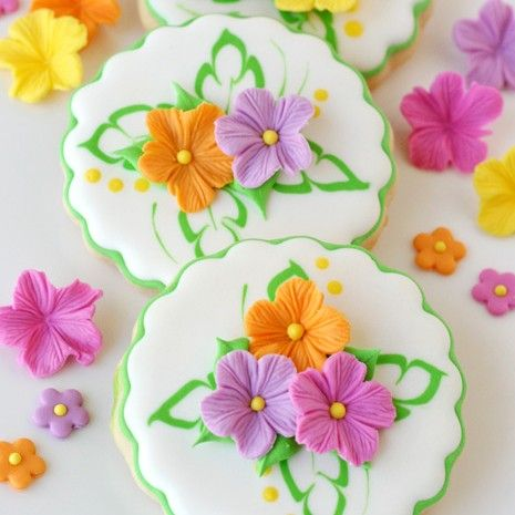 Last week I shared how to make prettyfondant flowers, and promised to show how to use them soon. Well, here I am, as promised! Thispast weekend my family and I enjoy attending a big luau party at a friends house. We have enjoyed friendship with the host family about 10 years, and most every one …