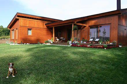 Casas de madera de estilo rústico  por Rusticasa