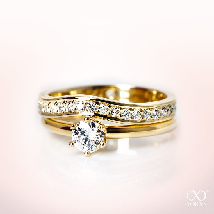 Look how beautiful those two rings match together #yorxs #diamantring #vorsteckring #solitärring