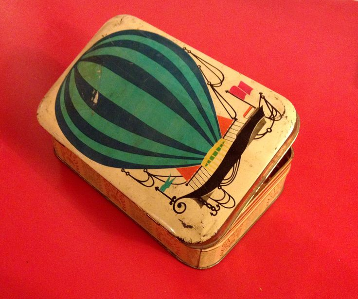 Pavesi, italian biscuits tin box, mid 1960ies.  https://www.facebook.com/groups/862124790514276/