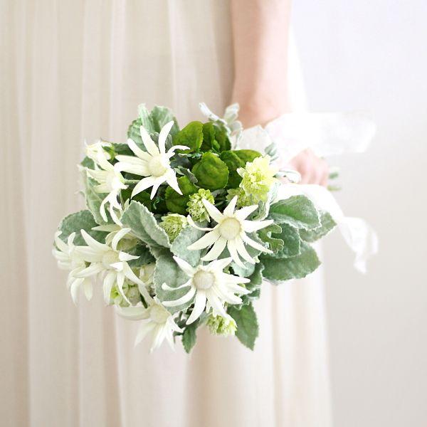 フランネルのブーケ #クラッチブーケ #フランネル #ブーケ #ウェディングブーケ #bouquet #airaka #アイラカ #ガーデンウェディング #海外挙式 #結婚式準備 #プレ花嫁 #weddinginspiration #weddingflowers