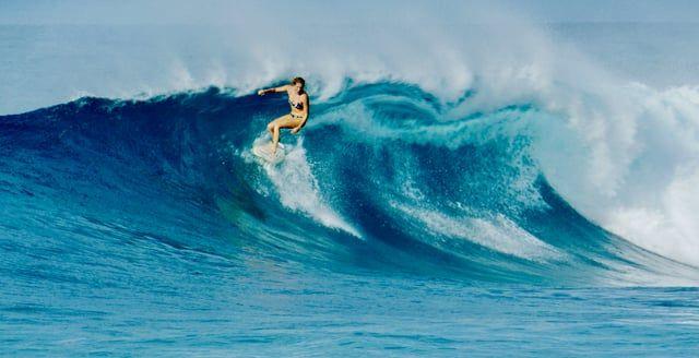 "A quick getaway to Hawaii's North Shore with Stephanie Gilmore...    Directed/Filmed/Edited: Morgan Maassen  Music: Boogarins ""Falsa Folha De Rosto"""