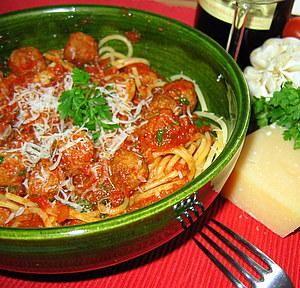 Klopsiki+w+sosie+pomidorowym+ze+spaghetti:+Przeczytałam+tak+wiele+przepisów+na+takie+malutkie+mięsne+kuleczki,+że......