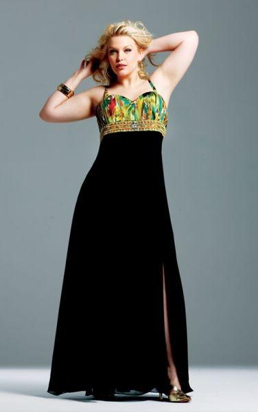 Vestido de Fiesta corte imperio. Con escote estampado y falda negra con abertura lateral.