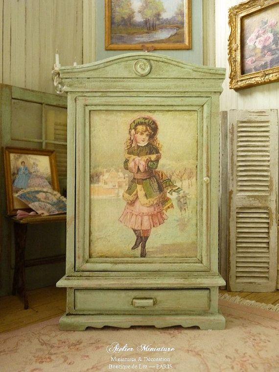 Miniatuur kast romantische, groene Provence aged, Victoriaanse mode in roze & groen, meubilair houten poppenhuis, schaal 1/12
