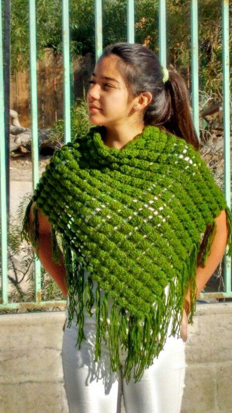 Shawl  a crochet color verde.