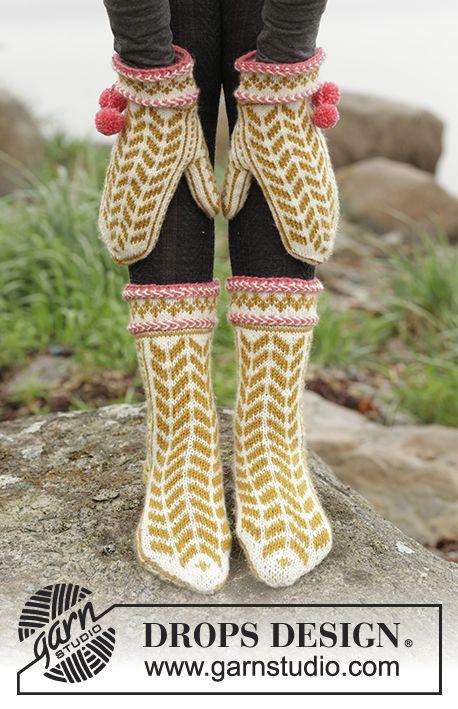"""Hokey Pokey / DROPS 173-42 - Settet består av: Strikkede DROPS votter og tå-opp sokker i """"Karisma"""" med nordisk mønster, latvisk flette og pongponger."""
