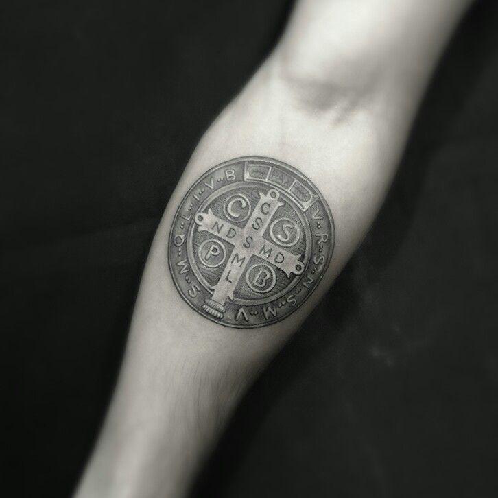 Religion tattoo Medalha de são Bento