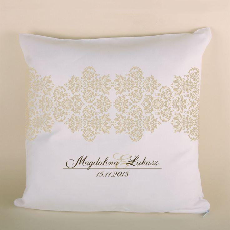 Poduszka ślubna koronkowa jasna to doskonały prezent dla bliskiej osoby.