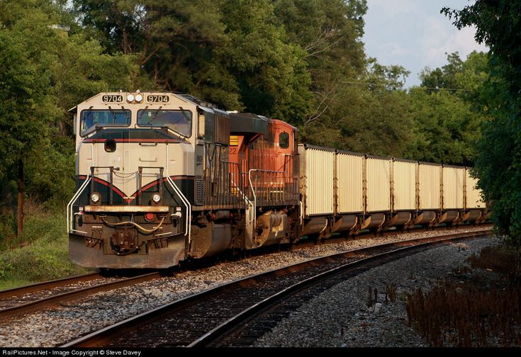 RailPictures.Net Photo: BNSF 9704 BNSF Railway EMD SD70MAC at Waterford, Michigan by Steve Davey