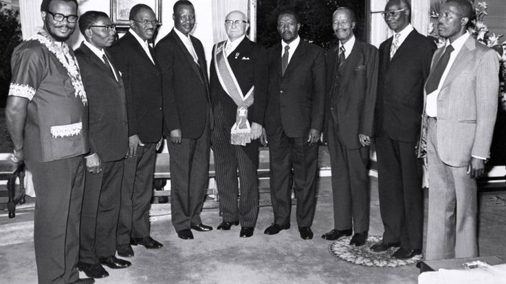 President Diederichs in 1975 with homelands leaders Buthelezi (KwaZulu), Mphephu (Venda), Sebe (Ciskei), Matanzima (Transkei), Mangope (Bophuthatswana), Phatudi (Lebowa), Mota (QwaQwa) and a Gazankulu delegate. (BurgerArchive)