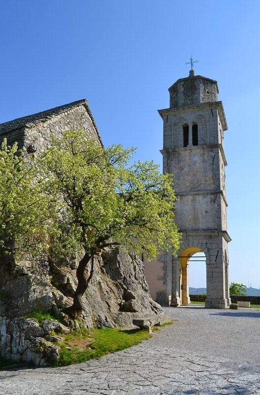 Santuario di Monrupino ( Repentabor). Risalente al 1300, forse di origine templare. per altre notizie: http://www.carsokras.eu/