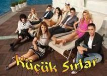 Küçük Sırlar dizisinin üç seviyeden oluşan yapboz oyununu müziği eşliğinde en kısa zamanda bitirmeye çalışacağız.http://www.yenioyun.net/turkce-oyunlar/kucuk-sirlar-muzikli-yapboz.html