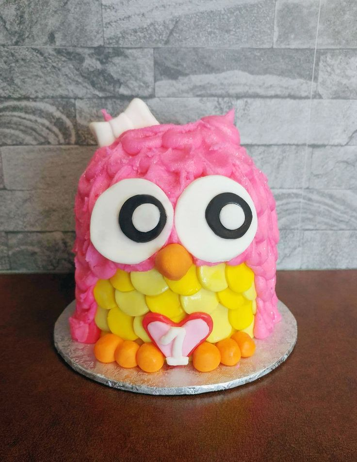 Pink Owl smash cake perfect for your baby girl on her first 1st birthday party! Cake from Cupcasions Kelowna