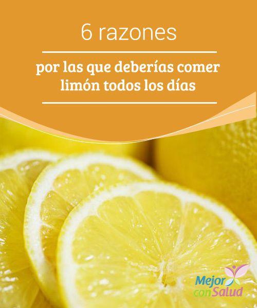 6 razones por las que deberías comer limón todos los días Además de estimular la función hepática, el limón favorece el funcionamiento digestivo. Gracias a sus propiedades antiinflamatorias nos ayuda a combatir la distensión abdominal y la indigestión