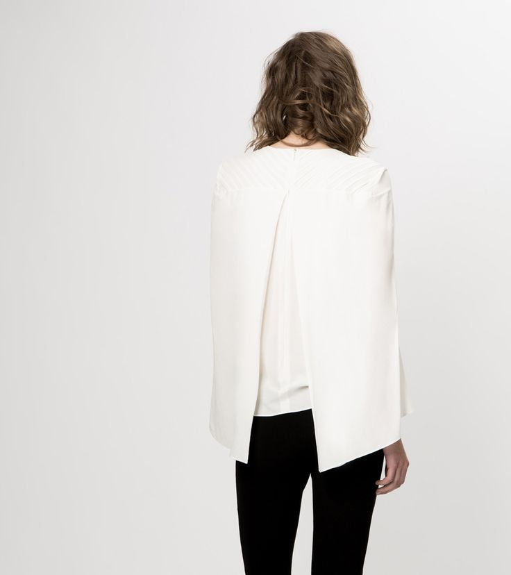 Eye for detail - back detail - monstylepin #fashion #style #detail #backdetail #whiteshirt #cape #minimal