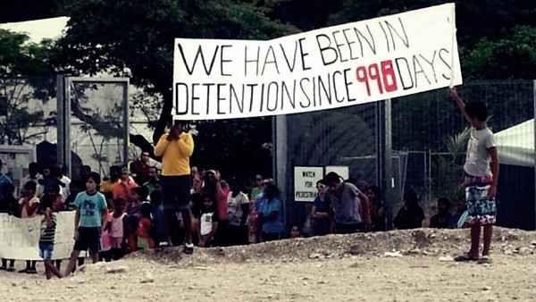 Australia, la Corte Internazionale si esprimerà sui crimini commessi nei centri d'accoglienza I centri d'accoglienza di Manus e Nauru, posti rispettivamente in Papua Nuova Guinea e in Micronesia, sono un vero inferno. #australia #migranti #rifugiati