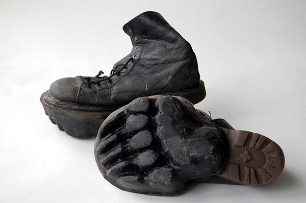Outliers, Les chaussures aux empreintes d'animaux – Maskull Lasserre