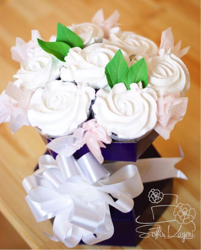 Cupcake bouquet, white roses. Soffi's Kageri