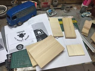 Maquette camion renault carrosserie spirou Fromage vache rieuse dans le voyageur du mésozoique