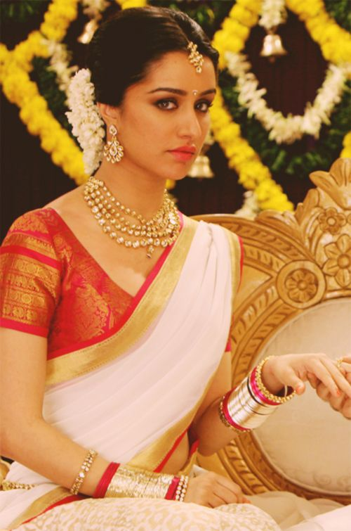 shraddha kapoor. Notice the tiny details on her blouse and sari border that elevate this sari from the realms of the ordinary :)