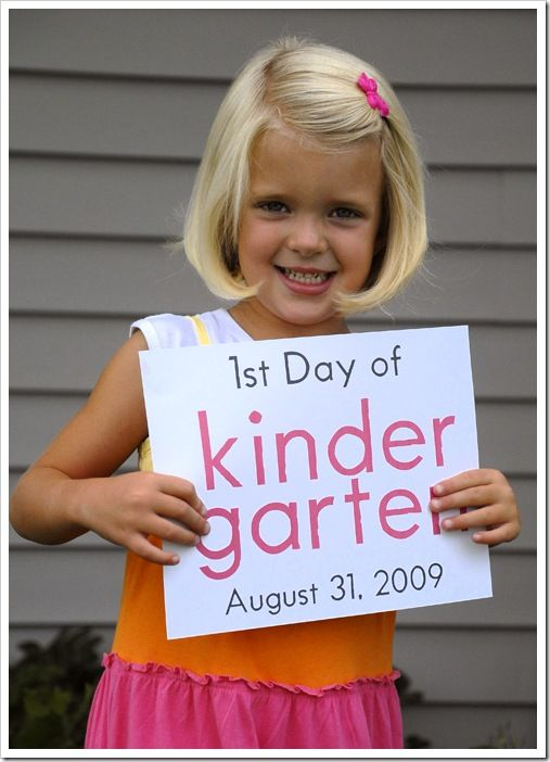 First day of school each year with the datePictures Ideas, Remember This, Good Ideas, Photos Ideas, Cute Ideas, Kids, Kindergarten, Schools Years, Schools Pictures