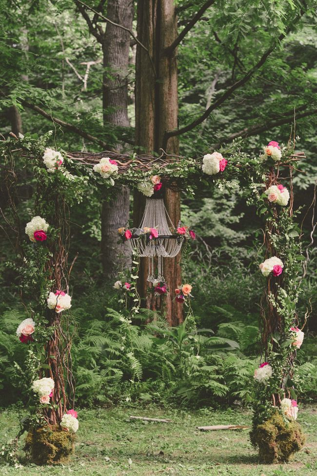 Secret Garden Wedding - http://fabyoubliss.com/2015/03/04/pennsylvania-secret-garden-wedding