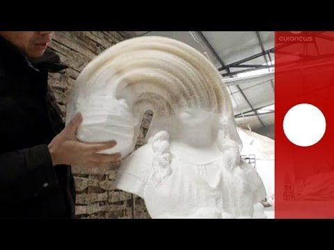 Flexible paper scultpures by New York, artist Li Hongbo. Mesmerizing paper sculptures morph into bizarre forms