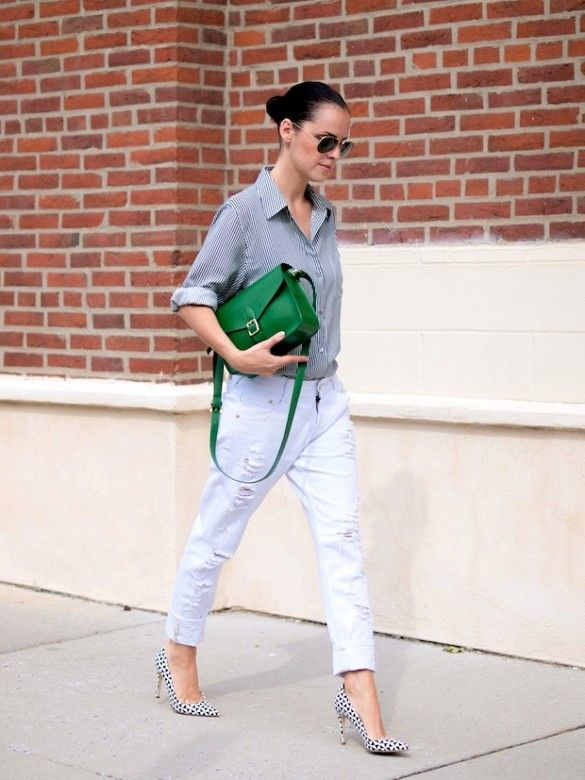 Veronica Popoiacu of Bitter Sweet Colours wearing an all-gray outfit with a bright green purse