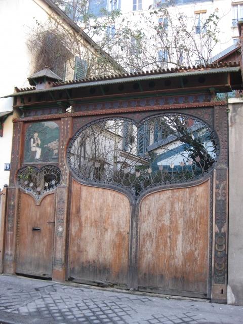 Beautiful doors in Paris