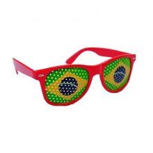 Découvrez sur Ventegros.fr une multitude de lunettes de soleil funny à prix défiant toute concurrence. Comme cette superbe lunette de soleil modèle wayfarer avec le drapeau brésilien imprimé sur les verres. Ces lunettes sont idéales pour les supporteurs des équipes brésiliennes en football.