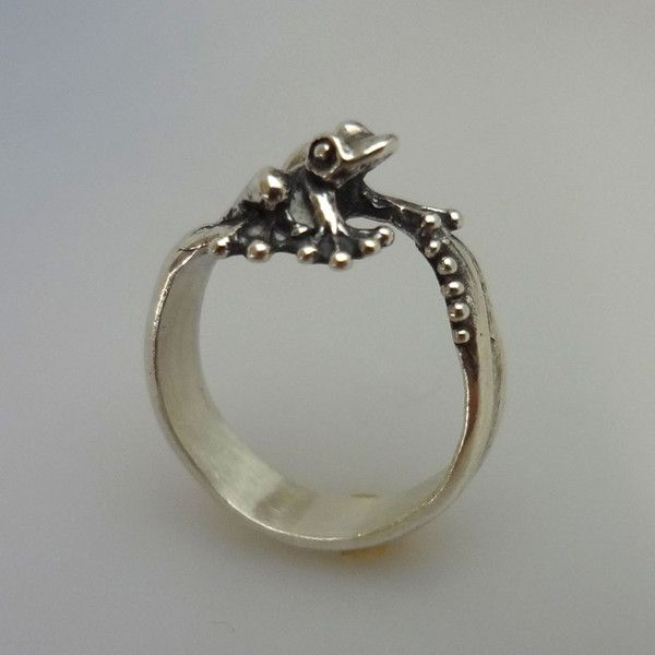 Frog perched on a ring with little bubbles, All Animal Jewelry is handmade sterling silver jewelry made in USA
