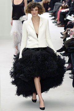 Chanel Spring 2004 Couture Fashion Show - Kamila Szczawinska, Karl Lagerfeld