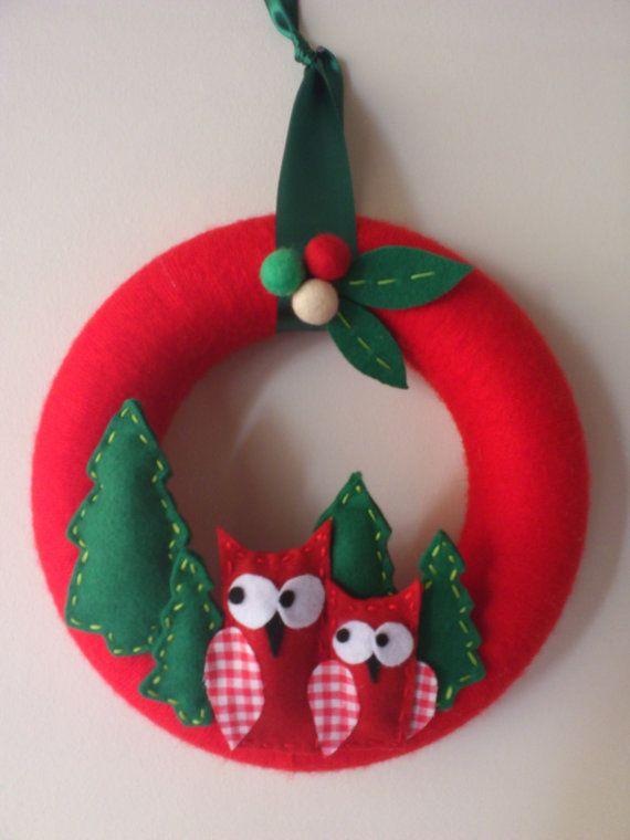 Holiday owl wreath with felt and yarn. by zizaniogr on Etsy, €29.00