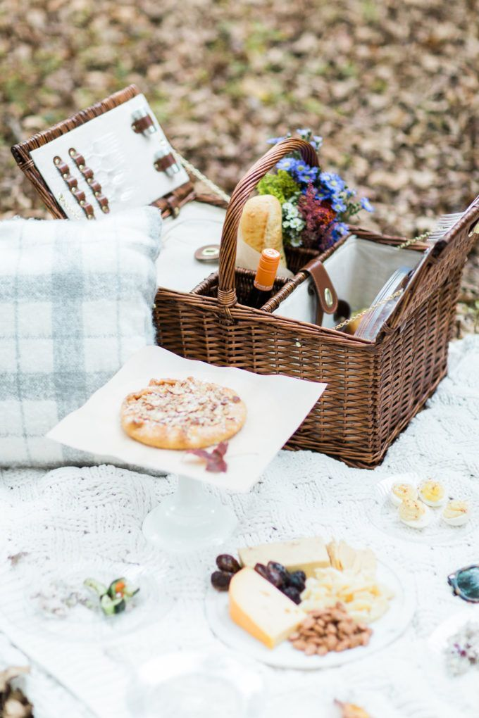 How to Throw a Picnic This Holiday Season. Click through for the details.   glitterinc.com   @glitterinc