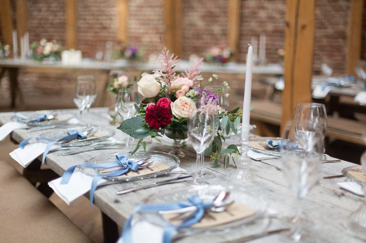 Hochzeitsdekoration Blumendeko Floristik Tischdekoration Gesteck Kerzenhalter Glas Platzteller Hochzeit Gartenhochzeit Scheunenhochzeit Marburg