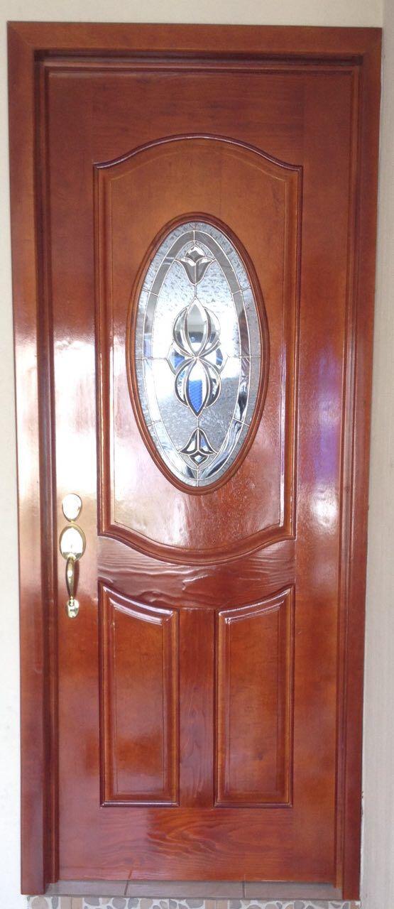 Puerta principal en madera de Marupa color cedro