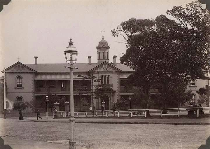 St Vincent's Hospital,Darlinghurst,in eastern Sydney in 1890s.Photo from Josef Lebovic Gallery.A♥W