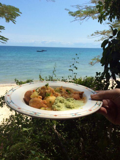 Kos-ervaring. Kook op die strand. Discover Zanzibar toeragenskap weet hoe om 'n kosliefhebber gelukkig te maak.