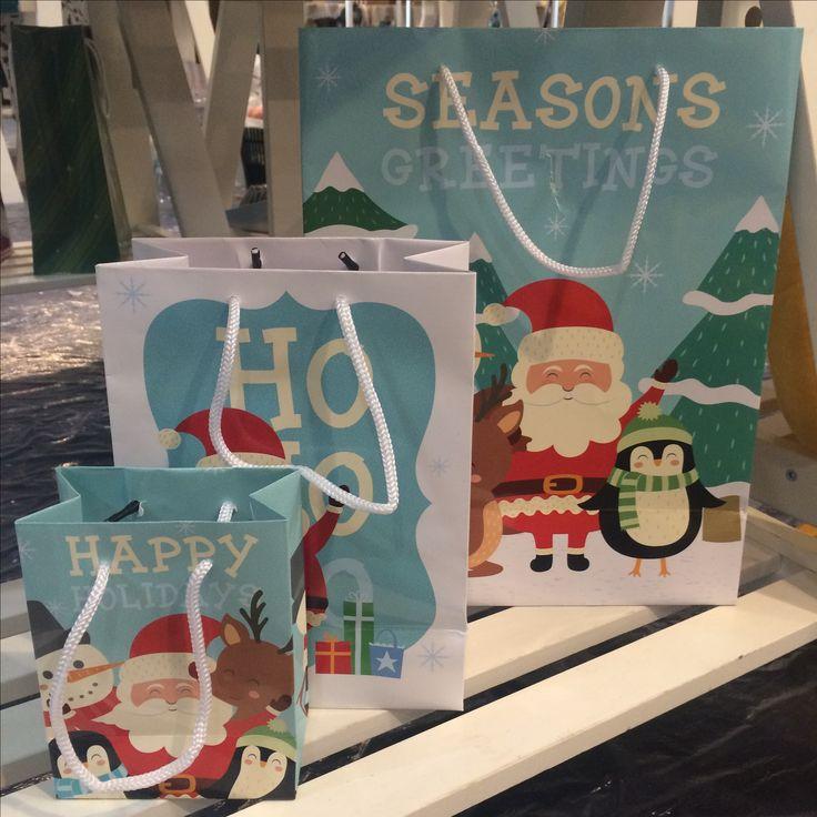 Dárková taška s vánočními postavičkami. #vánoce #christmas #giftwrap #giftideas